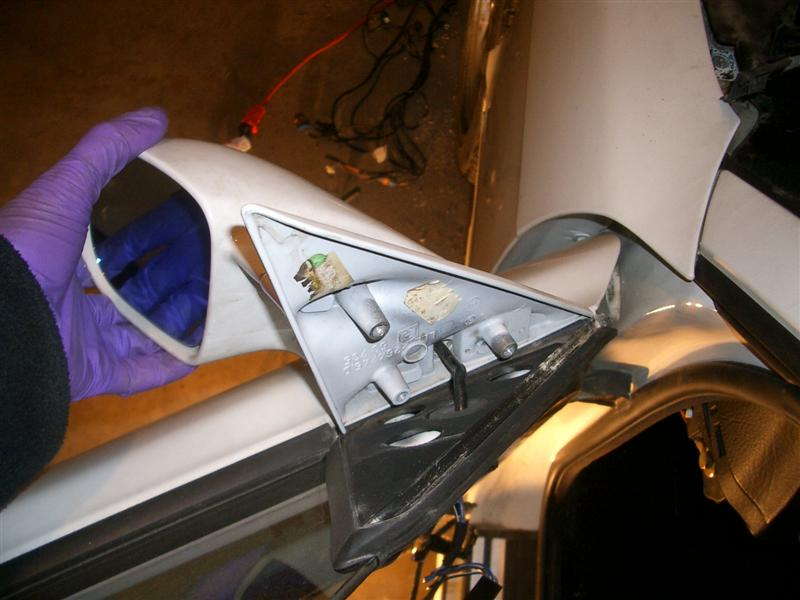 43eaec76f2c8bef86bca745332623320  BMW E36 Mirror Removal