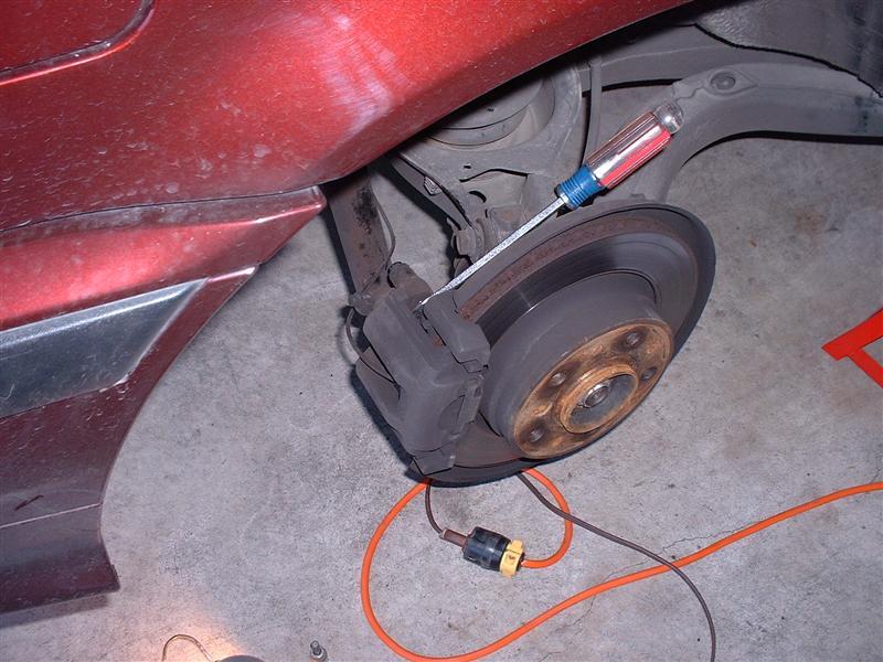 97551e294d0a3545df25bc32f8fe1e6e  BMW E36 Replacing Brake Pads And Rotors