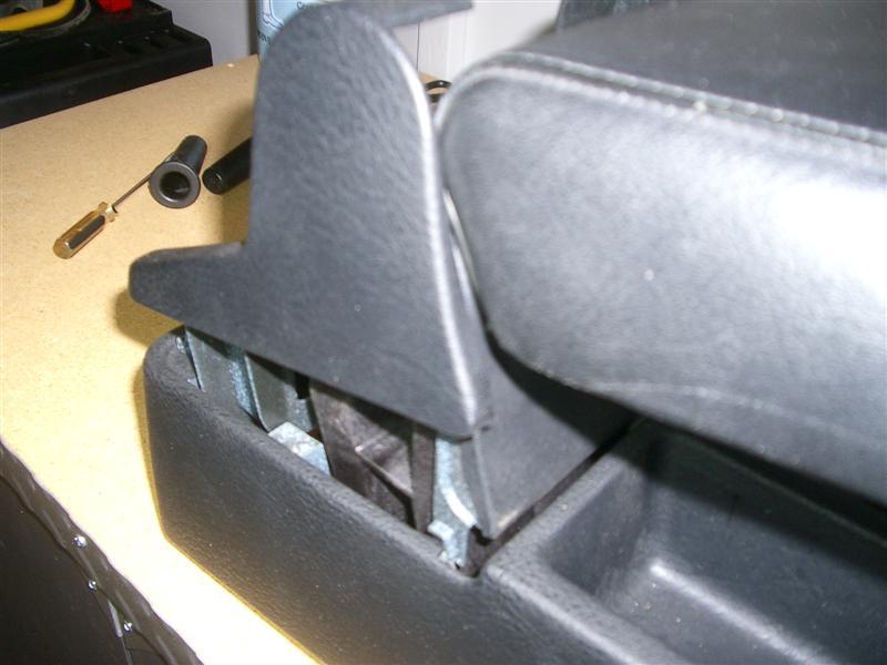 d1653c4d211eb531d561f4896bb050be  BMW E36 Arm Rest Removal