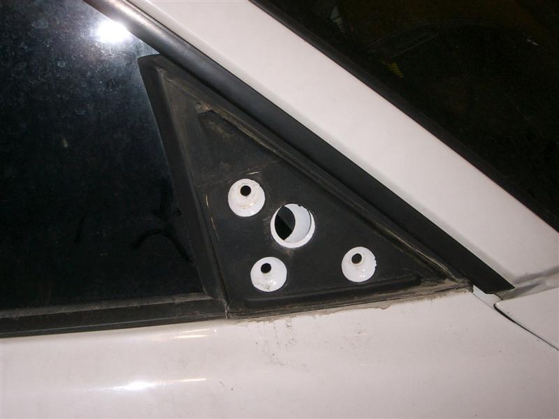 dd15f43e53295ecff242752308f79775  BMW E36 Mirror Removal