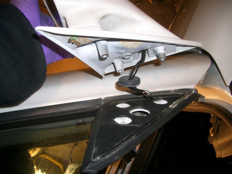 e6b52f55344c316d5a25aef811fe30cd  BMW E36 Mirror Removal