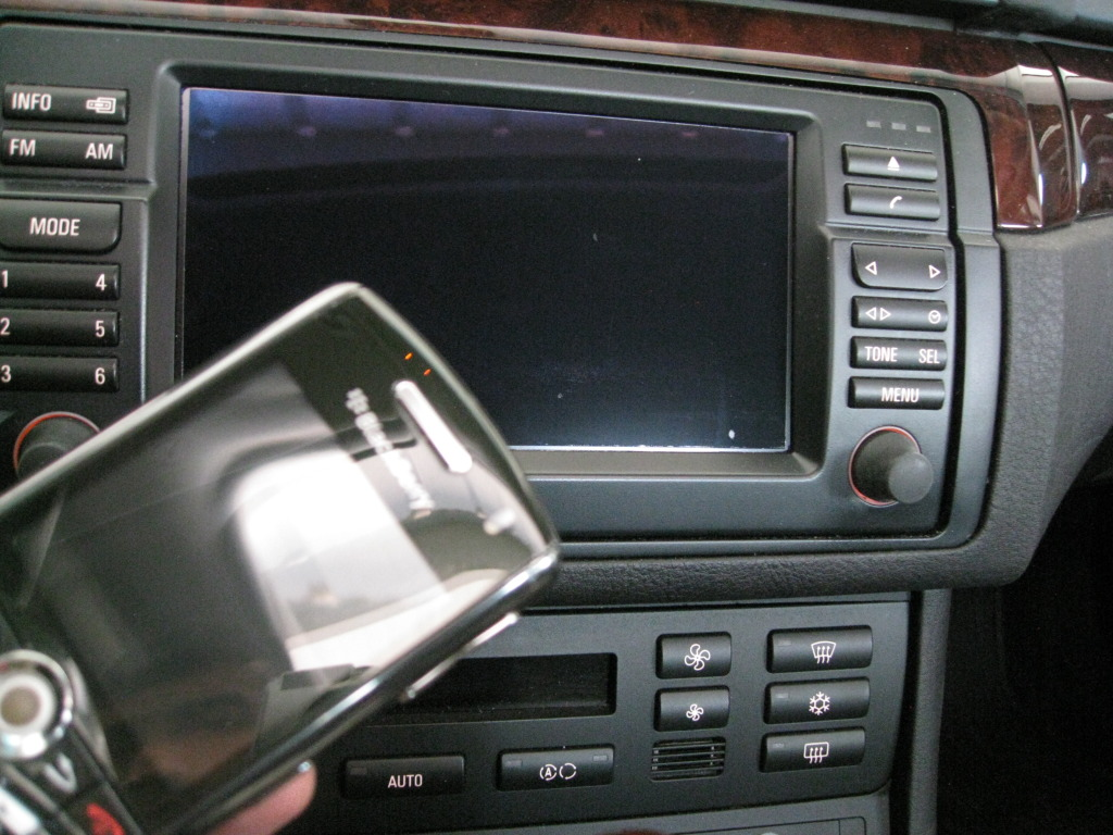5004f3d9837712e2f9d6de3e59a496b4  Fix scratches on navigation LCD display