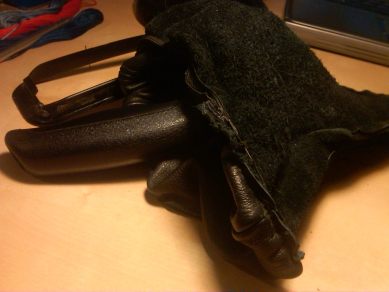 a24bb8b5f07a6c5c2a6ec1b4506b23aa  Tri-Stitch M3 Style E-brake Boot