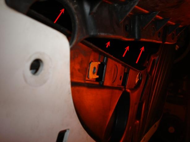 2edfaedb9b204e7ed6bf03a8c74d2a4c  Fog Light Bulb Replacement